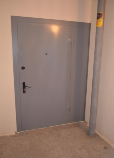 тамбурные двери металлические в подъезде