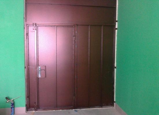 металлические двери на тамбур в подъезде