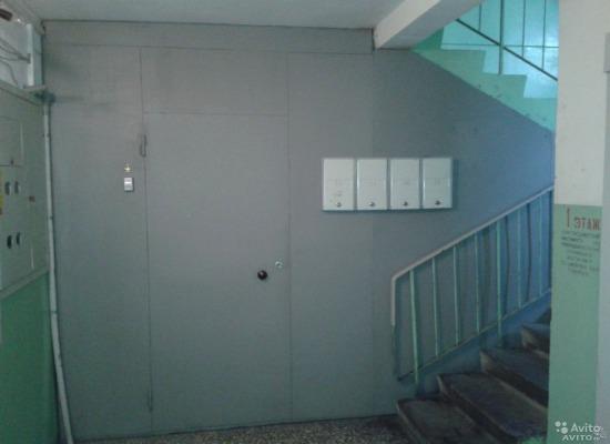 двери на кладовку железные