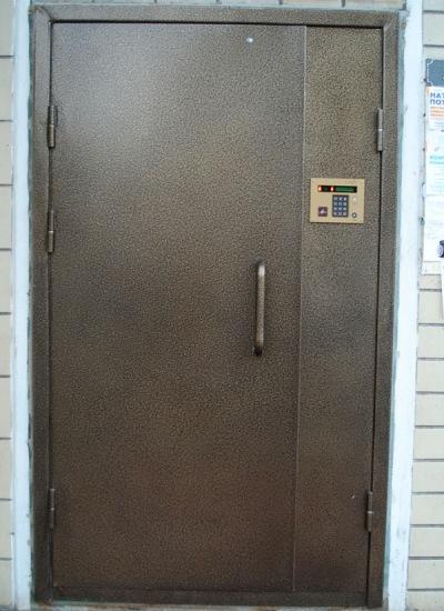 сколько стоит установить железную входную дверь в подъезд