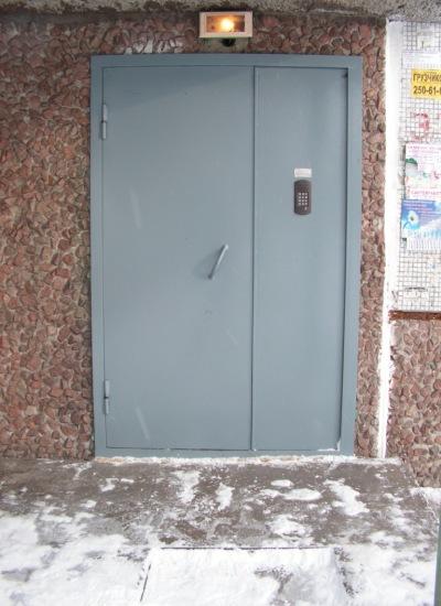 железную дверь на подъезд