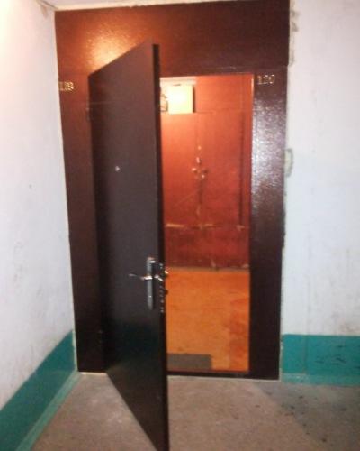дверь железная в подъезд на две квартиры